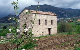 La Chiesa di Sant'Ambrogio alla Rienna – archivio Archeoclub d'Italia sede di Montecorvino Rovella