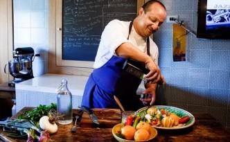 Ciccio Sultano nella cucina della sua casa a Ragusa Ibla in Sicilia - Francesco Millefiori per il Wall Street Journal