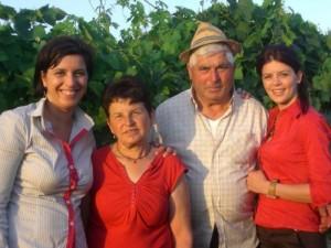 Giusi e Francesca Salerno con i genitori - foto fonte web