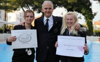 Gianni Aiuolo tra me ed Elvira Coppola alla recente cerimonia di consegna degli attestati ai neo sommelier dell'AIS Cilento