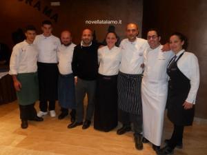 Francesco Guazzugli Marini di Castello di Monsanto, Tommaso Morone e Nando Melileo con lo staff di cucina e di sala