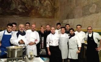 Tiziana Bove Ferrigno con gli chef - da sinistra: Raffaele Vitale, Tommaso Morone, Mirko Balzano, Cristian Torsiello, Domenico Manfredi e Antonio Petrone