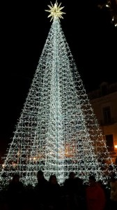 l'albero di Natale illuminato a Cava de' Tirreni