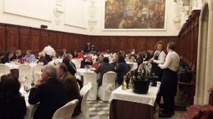 il refettorio della Certosa di San Lorenzo, gli ospiti in sala