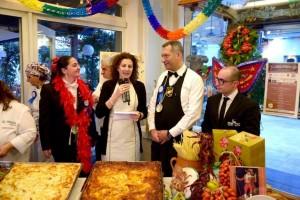 Alla tavola di Rugantino e Pulcinella, da sinistra Paola Fiorentino, Antonella Petitti, Gabriele Massa e Andrea Moscariello