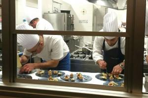 Due Amici, Quattro Mani, Una Cucina, Antonio Petrone e Roberto Allocca al lavoro