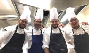 Due Amici, Quattro Mani, Una Cucina, Antonio Petrone e Roberto Allocca tra Giulio Caccavo (il primo a sx) e Emanuele Anastasio