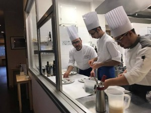 Pensando a Te, Antonio Petrone in cucina con Emanuele Anastasio (a destra) e Carmine Vitale