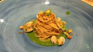 Pensando a Te, spaghetto integrale Gentile con lupini di mare, acqua di broccoli friarielli, crumble di pane all'aglio bruciato