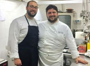 Arte & Gusto, Carmine Farina (a dx) in cucina con Stefano Sodano