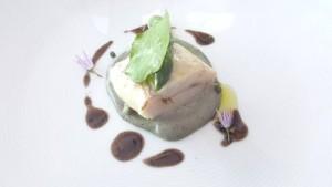 Il Faro di Capo d'Orso, ricciola scottata in olio al rosmarino, salsa di olive e capperi, limone Sfusato Amalfitano e asparagi