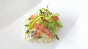 Il Faro di Capo d'Orso, risotto mantecato con burrata, colatura di alici di Cetara e asparagi, sashimi di gamberi rossi, menta e limone di Amalfi