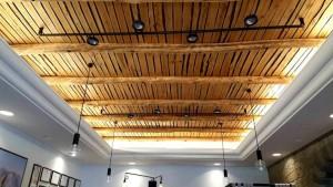 Lo Stuzzichino, il soffitto in legno di castagno