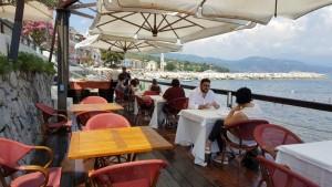 Vini…le, i tavoli sul mare