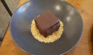AnimaMia, Macri - Crock, cioccolato fondente, pistacchio, frizzy di Coca Cola e violetta su letto di Pan di Spagna