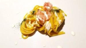 Cena a 4 mani con Tommaso Morone e Michele de Martino, spaghetti, Zafferano Lucano di Lagonegro, gamberi rossi e fonduta di provola (Michele de Martino)