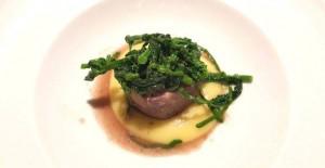 Cena a 4 mani con Tommaso Morone e Michele de Martino, tonno brasato all'Aglianico con broccoletti e patate (Michele de Martino)