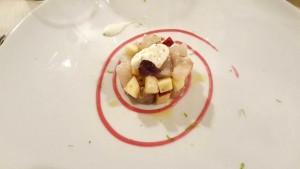 Cetaria, tartare di branzino con mela annurca, melograno, crème fraiche al lime e finocchietto