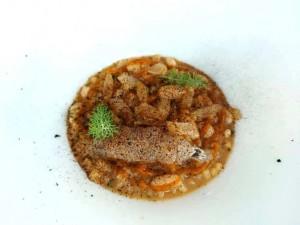 Il Principe, Tubettini in ragù di canocchie, salsa di carota arrosto affumicata, fagioli cannellini, sedano fermentato e aglio nero